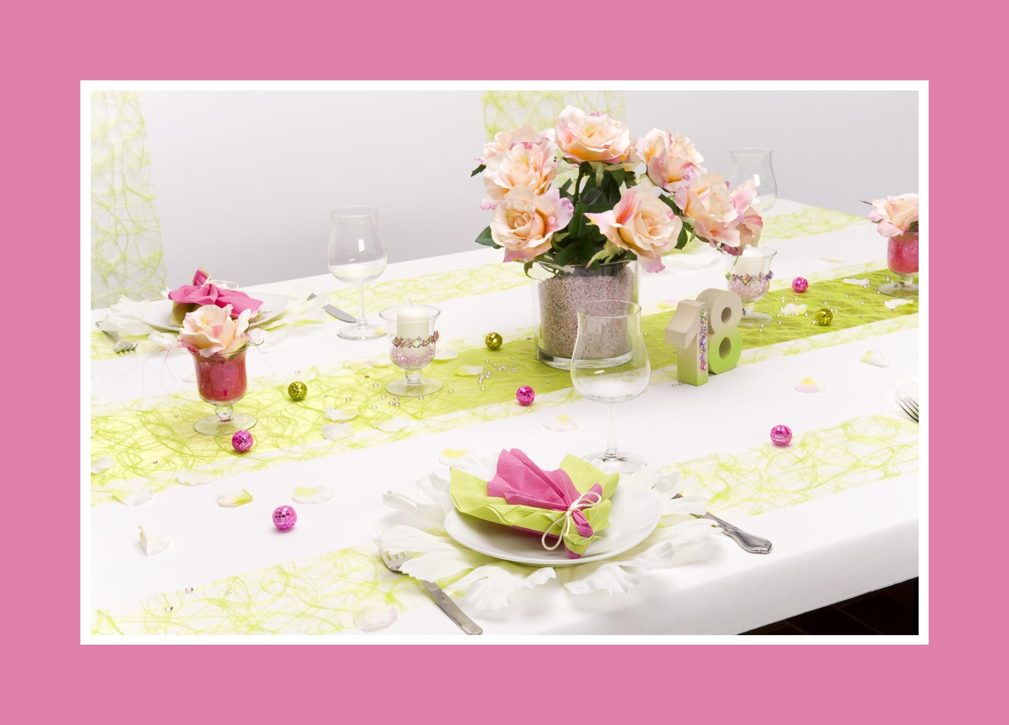 Blumen, Kerzen und weitere Dekoaccessoires