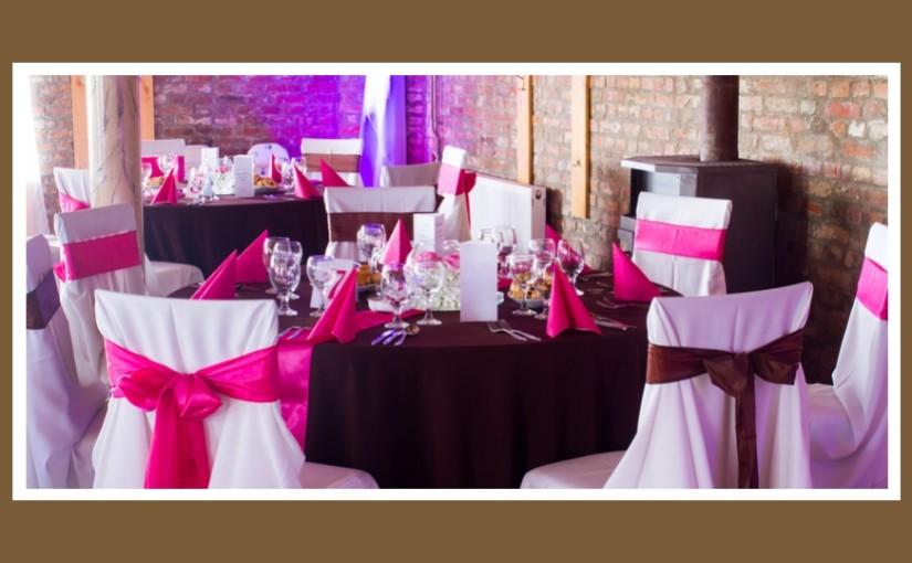 Tischdeko in Marsala & Pink – der Trend