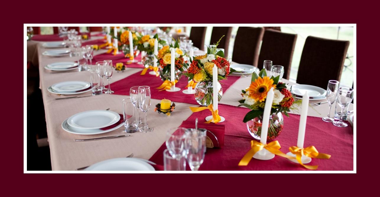 Konfirmation-Kommunion Orange Kerzen und Schleifen als sonnige Farbakzente