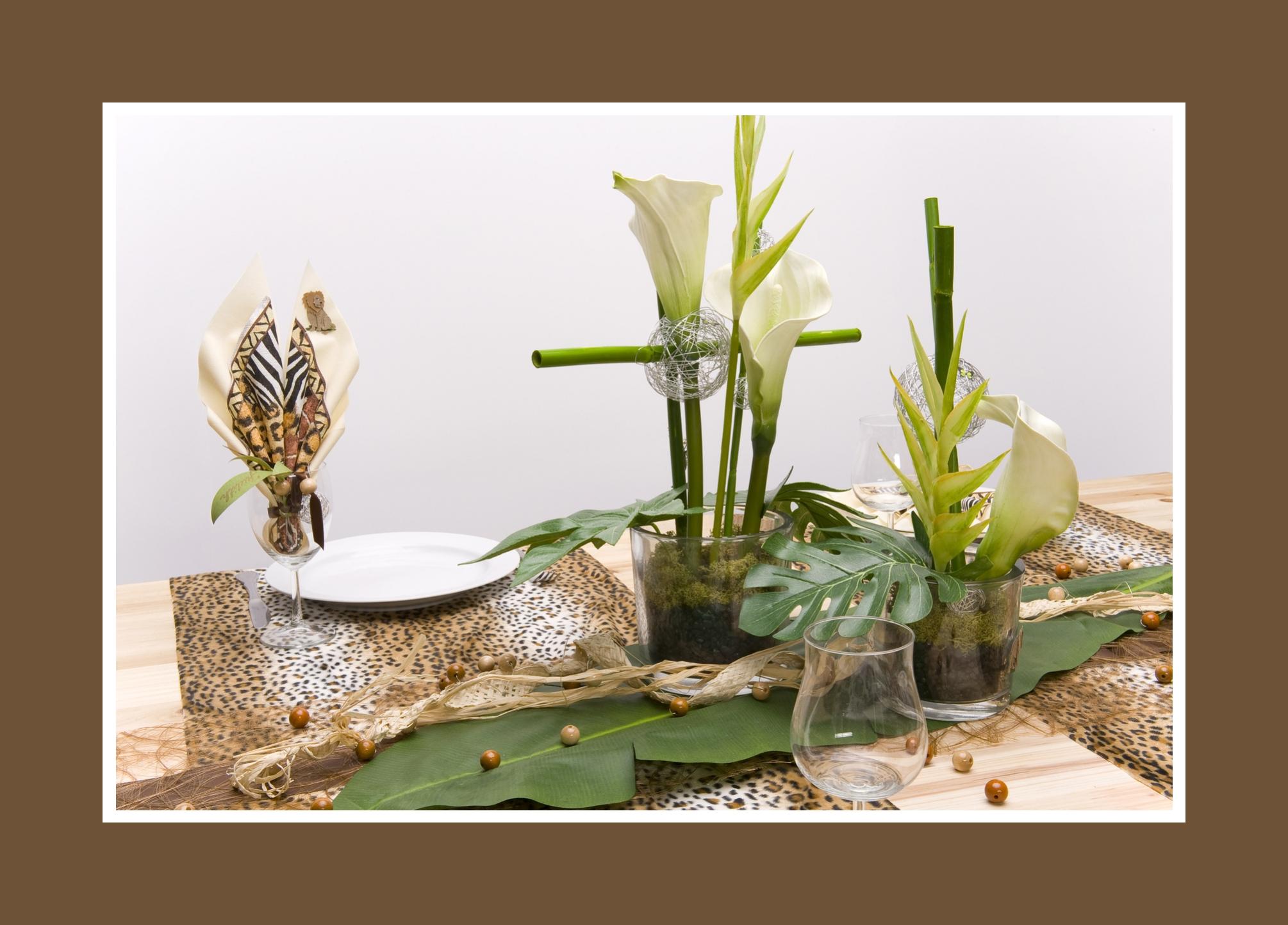 Palmenblätter als Tischdeko