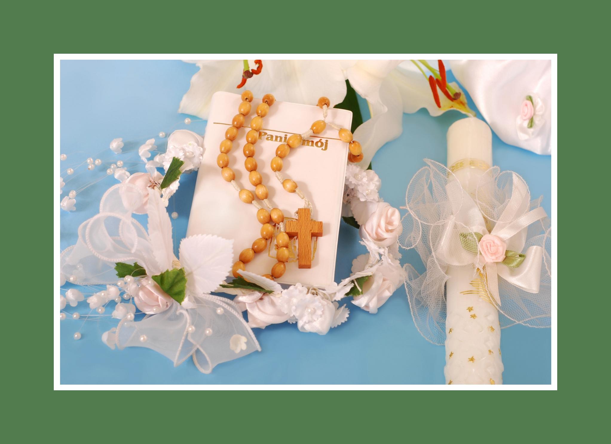 Schicke Schleifen, Blumen und Perlen für die feierliche Stimmung