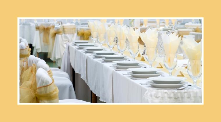 Beigefarbene Hochzeitsdeko