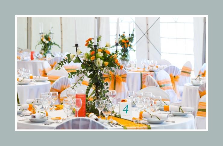 Funkelnde Hochzeitsdeko in Orange