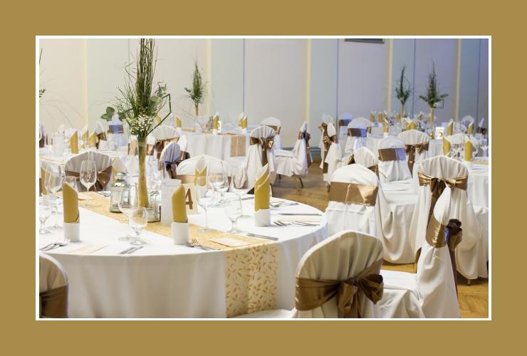 Mit Gold dekorierter Bankettsaal