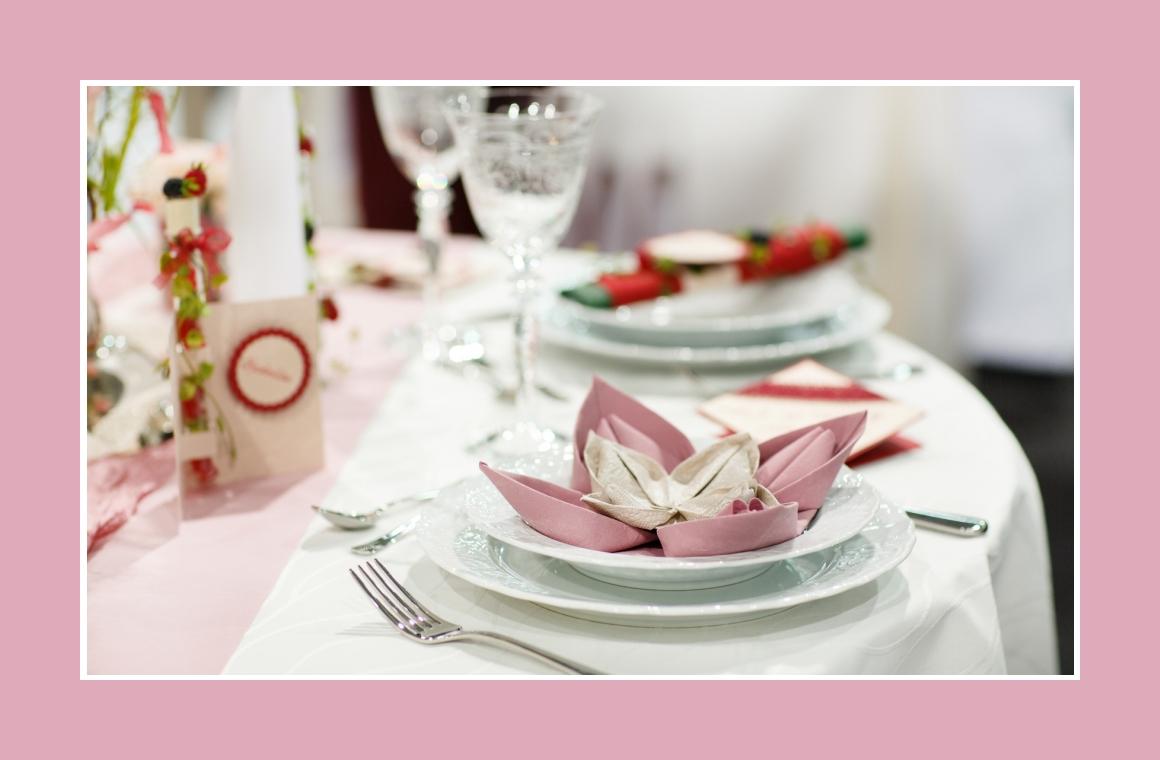 Tischdeko mit Seelilien Servietten