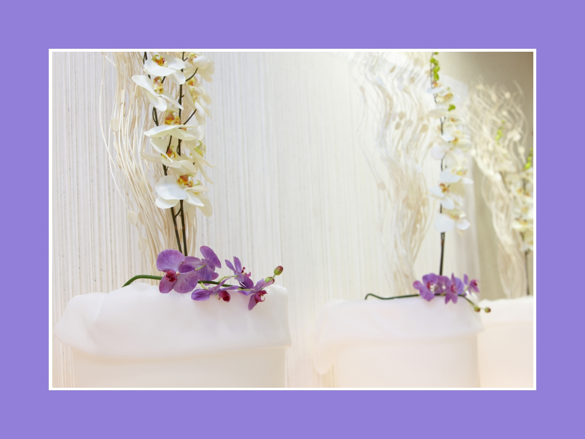 Blumendeko auf Säulen