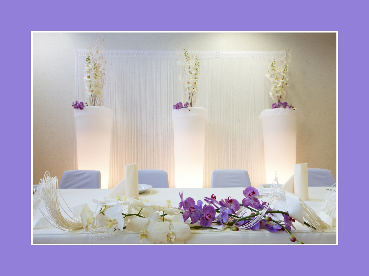 Blumendeko vom Brauttisch