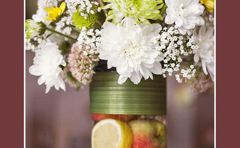 Blumendekoration für Sommerhochzeit