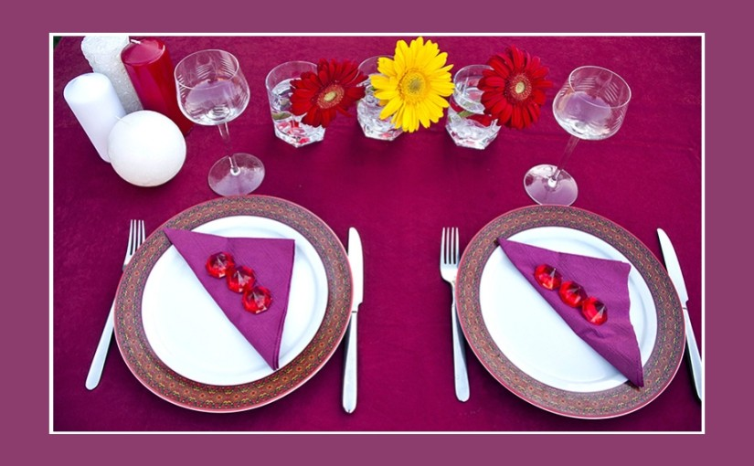 Tischdeko Geburtstag – Mustertisch in Lila-Rot