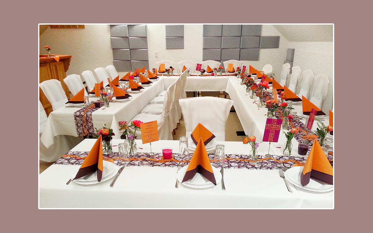 Tischdeko-Orange-Lila-Hochzeit